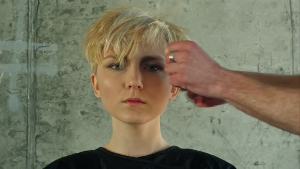 Cover Image for Young Woman Getting New Hairdress
