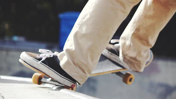 Thumbnail for Skateboarder