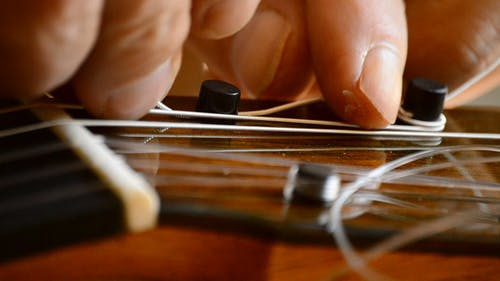 Placing the Chord of a Guitar