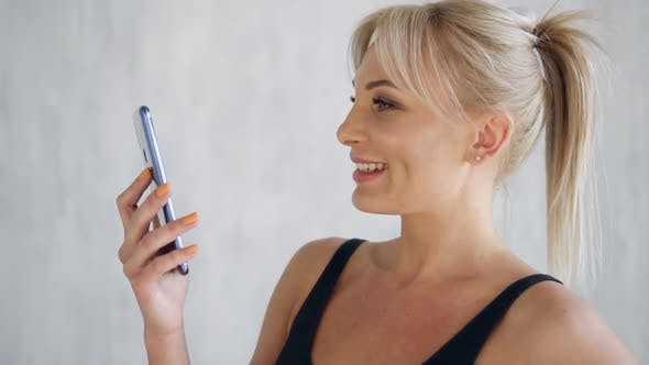 Smiling Fit Woman Showing Green Screen Mobile Phone, Sports App