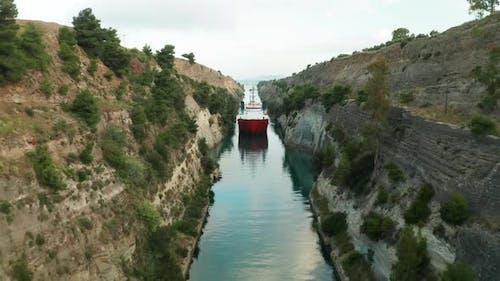 Schiff durch Korinth Kanal in Griechenland