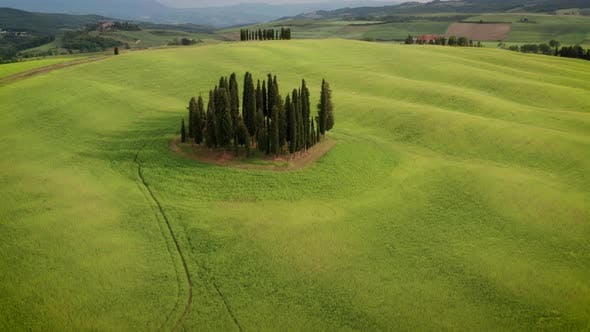 Cover Image for Flying over the amazing rolling hills of Tuscany Italy