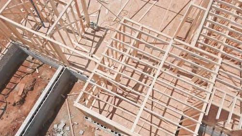 Wohnhaus mit Unterbau Balken Haus Holzrahmen