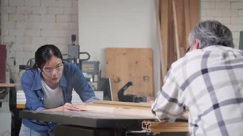 Carpenter use electric cutter to cut wood