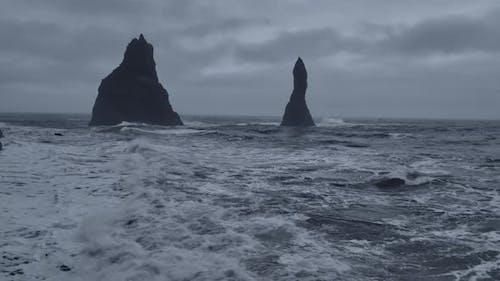 Basalt Pillars and the Horizon
