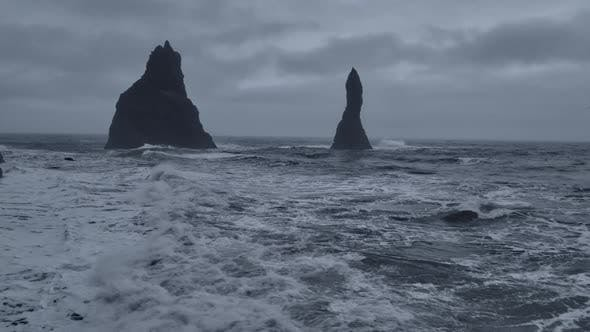 Cover Image for Basalt Pillars and the Horizon