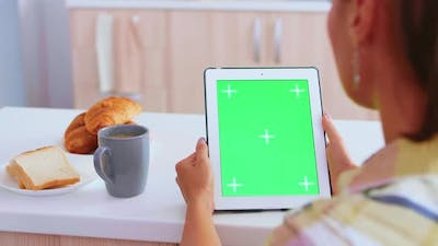 Using Tablet Device with Green Screen