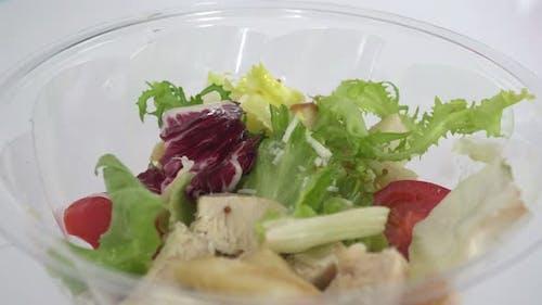 4k Makro Rotation sortierter grüner Salat