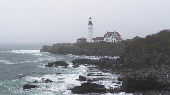 Portland Head Light Station im Regen in Maine.