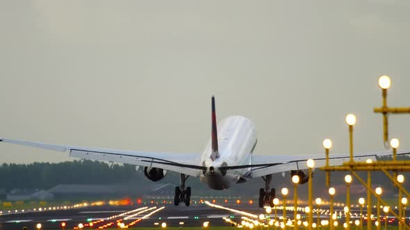 Thumbnail for Airliner Landing in a Crosswind
