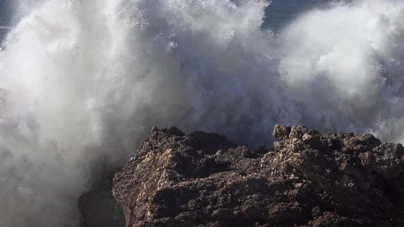 Cover Image for High Waves Breaking on the Rocks of the Coastline