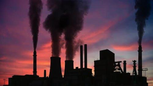 Cheminées d'usine de fumage