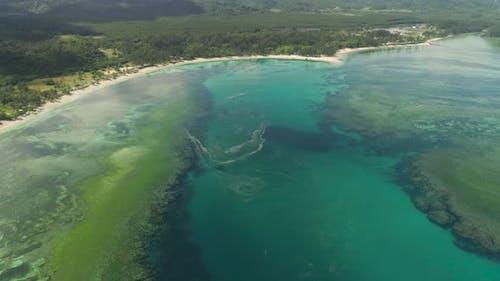 Meerlandschaft mit Strand und Meer. Philippinen, Luzon