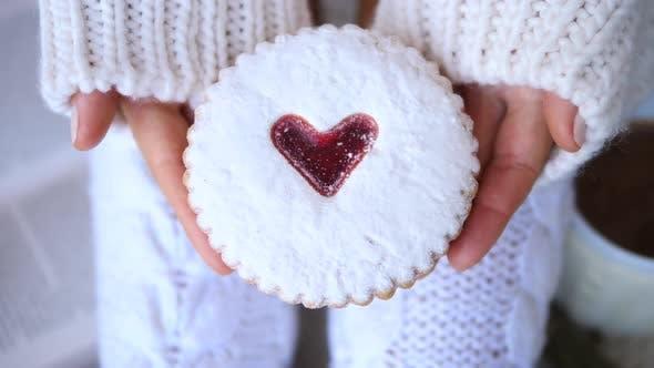 Valentinstag Herz Zucker Cookie In Händen