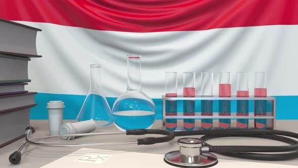 Klinische Ausrüstung und Flagge von Luxemburg