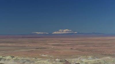 Descending into the Little Painted Desert
