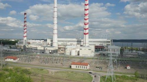 Elektrische Kraftwerksinfrastruktur mit hohen Rauchstapel