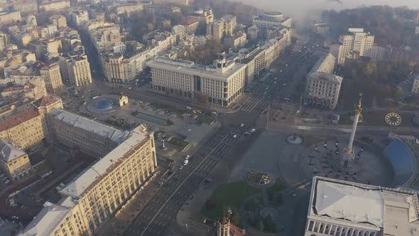 Aerial Fly Over Maidan Nezalezhnosti Square in the Fog and Smog. Independence Monument in Kiev