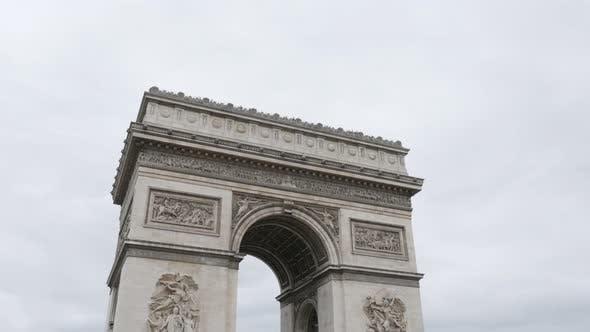 Thumbnail for Arc de Triomphe berühmtes Symbol von Frankreich und Paris 4K 2160p UltraHD Tilt Footage - Französisch Triumphal