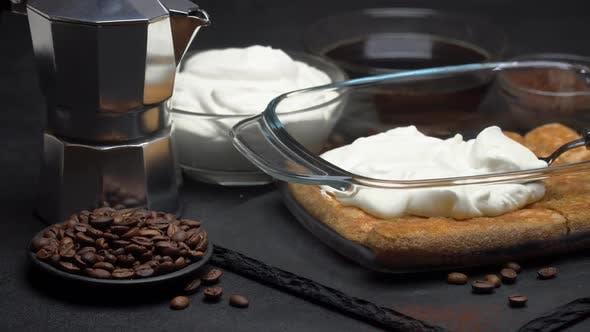 Thumbnail for Savoiardi Ladyfingers Kekse und Creme in Auflaufform, Coffe Maker auf dunklem Betongrund