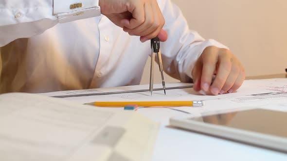 Thumbnail for Engineer Draws Circles