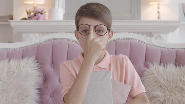 Thumbnail for Serious Caucasian Boy Justieren Brillen und Blick auf die Kamera. Porträt von Charming Smart Kind
