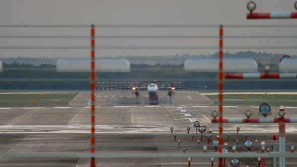 Cover Image for Bombardier Dash 8 Take-off