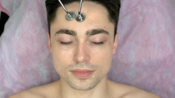 Gesicht des Menschen Microcurrent Therapie