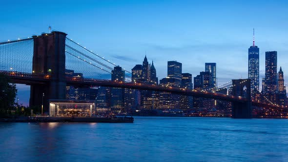 Thumbnail for 4 K Sunset Timelaspe of Manhattan Skyline and Brooklyn Bridge - New York - Usa