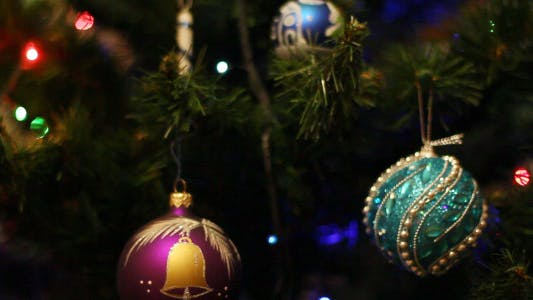 Cover Image for Toys On The Christmas Tree