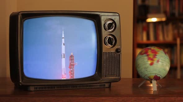Thumbnail for Apollo 11 Launch auf einem Retro-TV.