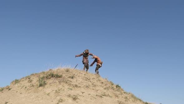 Thumbnail for Krieger schiebt Feind den Hügel hinunter
