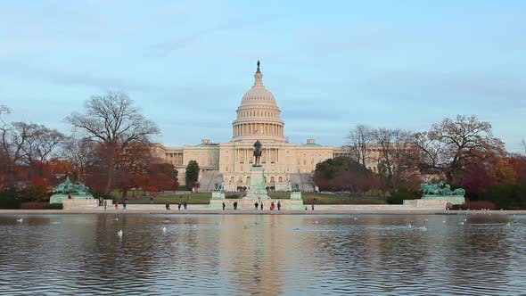 A static shot of the U.S. Capitol during the day.
