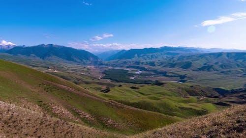 Die Landschaft des Graslandes in Xinjiang, China