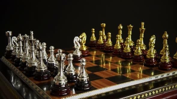 Thumbnail for Schachfiguren auf einem Schachbrett