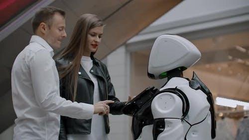 Moderne Robotertechnologien der Interaktion mit Menschen
