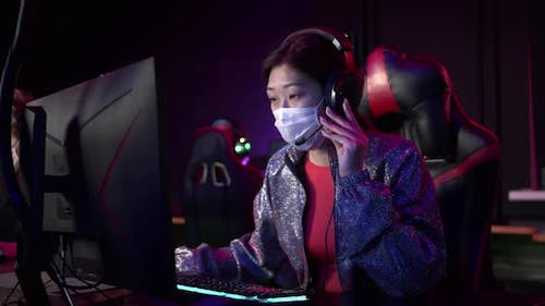 During the Pandemic a Masked Female Commentator Leads a Live Broadcast From an Esports Tournament