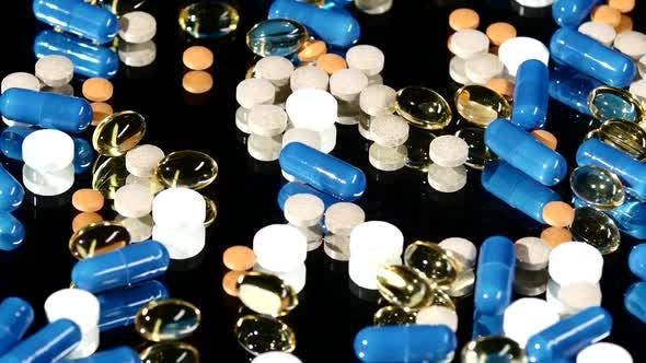 Thumbnail for Medizinische Tabletten, Pillen und Kapseln, Rotation, Reflexion