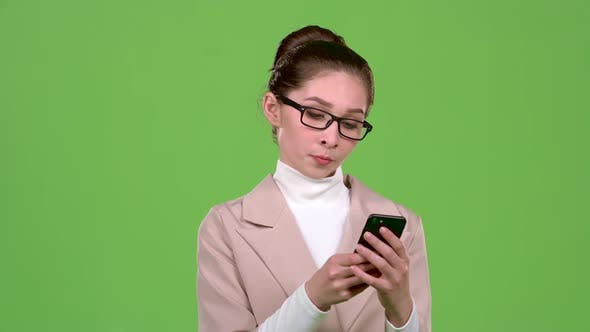 Thumbnail for Business Lady in a Message on the Phone To Her Friend. Green Screen. Slow Motion