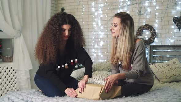 Thumbnail for Women Pack Christmas Gifts