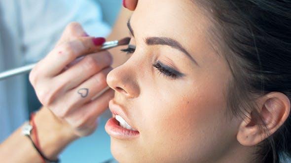 Thumbnail for Schöne Mädchen immer professionelle Make-up