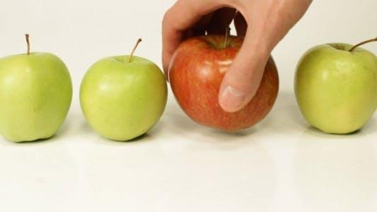Thumbnail for Choosing a Ripe Apple