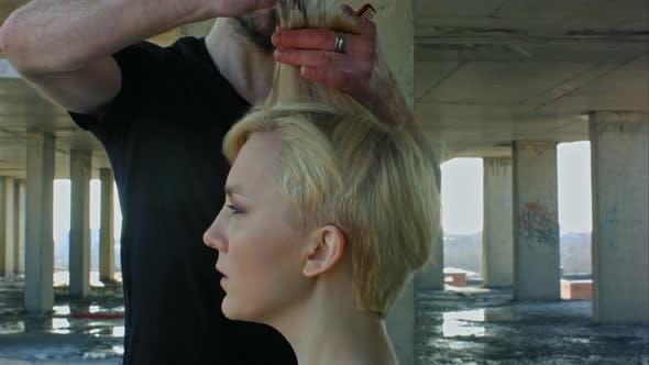 Thumbnail for Frau immer neue Haarschnitt durch Friseur