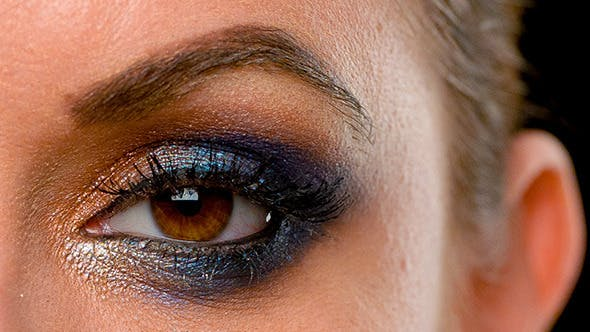 Thumbnail for Gesicht von Mädchen mit dunkel Glamour Make-up 2