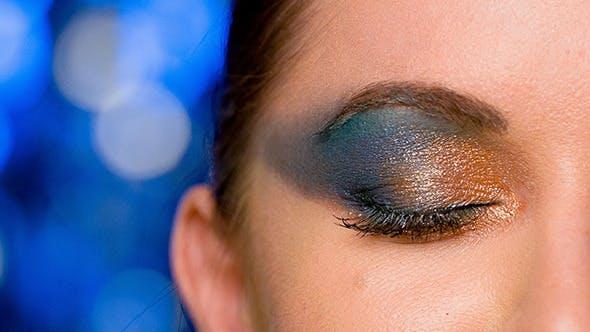 Thumbnail for Gesicht von Mädchen mit dunkel Glamour Make-up 1