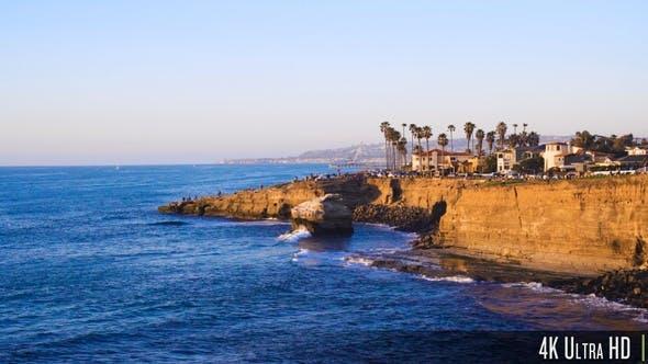 4K Sonnenuntergang Cliffs Beach Coast im sonnigen San Diego, Kalifornien