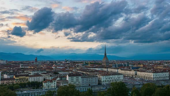 Zeitraffer: Sonnenuntergang in Torino Italia (Turin, Italien).
