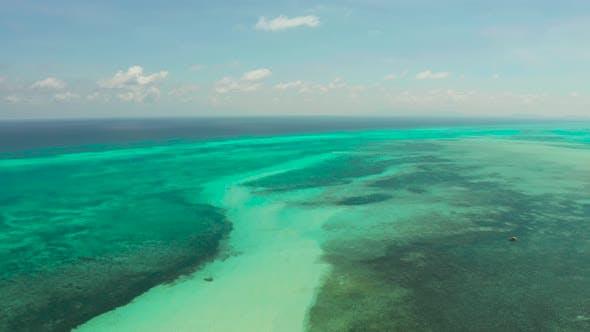 Thumbnail for Tropische Landschaft mit Lagunen und blauem Himmel. Balabac, Palawan, Philippinen