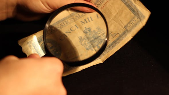 Thumbnail for Expert Evaluates Banknote