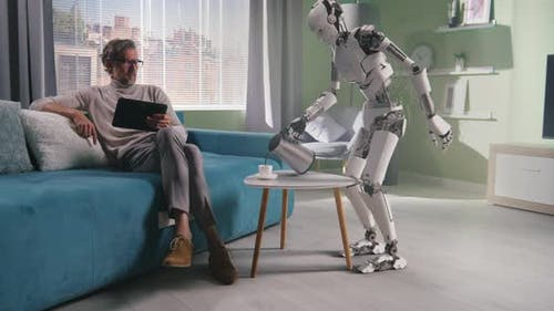 Roboter bereitet Kaffee für den Besitzer zu